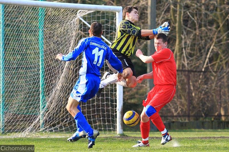 Marcin Majsak źle łapie piłkę