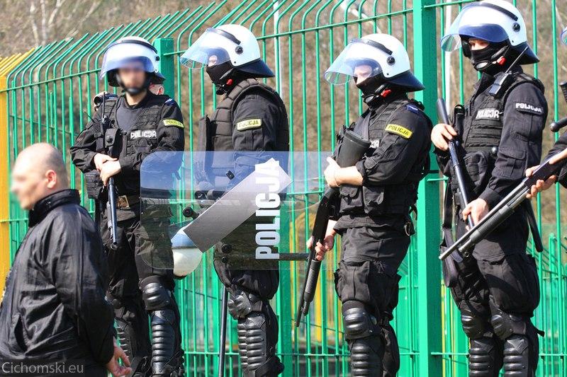 Policja z prewencji przygotowana na rozróby kibiców