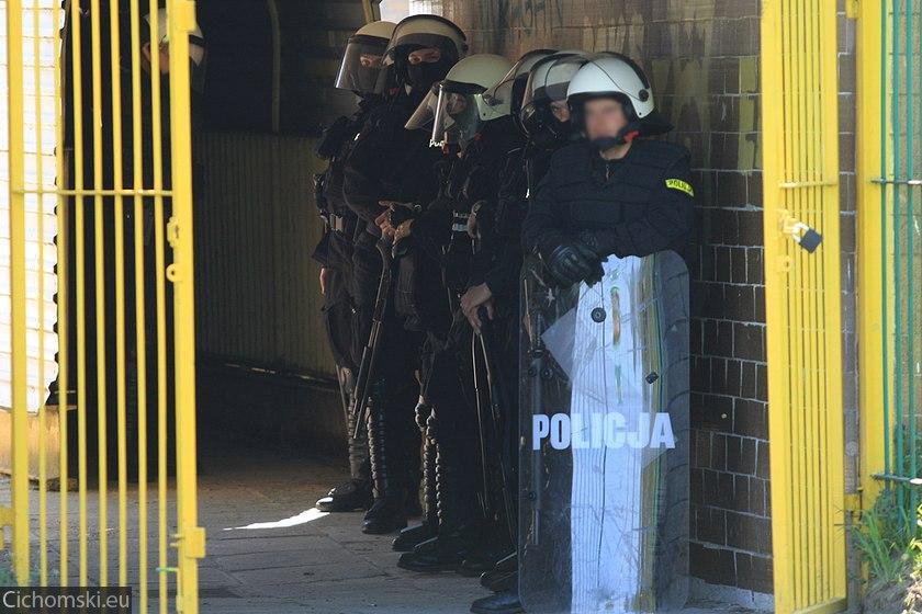 Policja w tunelu